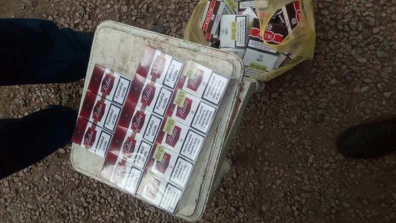 """image-0-02-05-888b09800b0bc907ebd6a74e86c90f401d39a11889636d8ca178e2b8694bb837-V В Тарутинском районе пограничники обнаружили машину, """"нафаршированную"""" контрабандными сигаретами"""