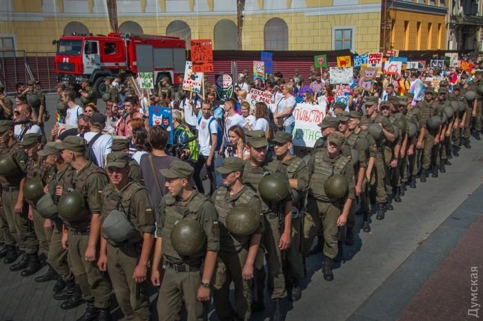 picturepicture_7925063194924_82732 Марш Равенства представителей ЛГБТ-сообщества «Одесса-Прайд» до финиша не дошел