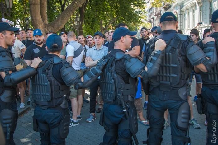 picturepicture_85536560194914_92356 Марш Равенства представителей ЛГБТ-сообщества «Одесса-Прайд» до финиша не дошел