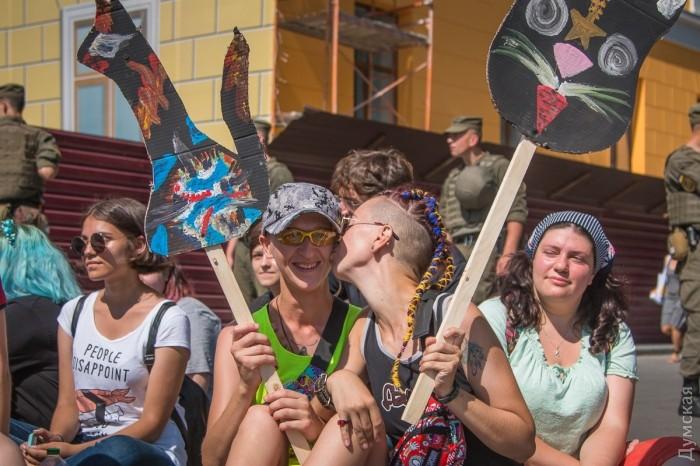 picturepicture_98745816194934_1989 Марш Равенства представителей ЛГБТ-сообщества «Одесса-Прайд» до финиша не дошел