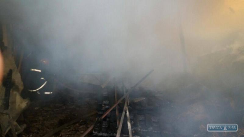 Измаильские пожарные тушили склад с материалами для изготовления веников
