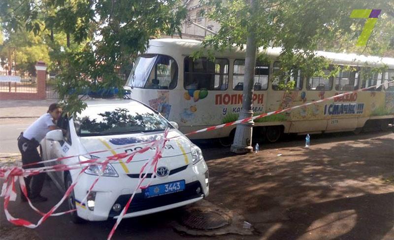 Сегодня утром в Одессе трамвай отрезал девушке обе ноги