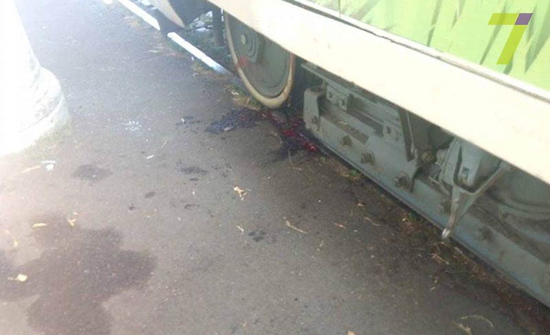 4-6 Сегодня утром в Одессе трамвай отрезал девушке обе ноги