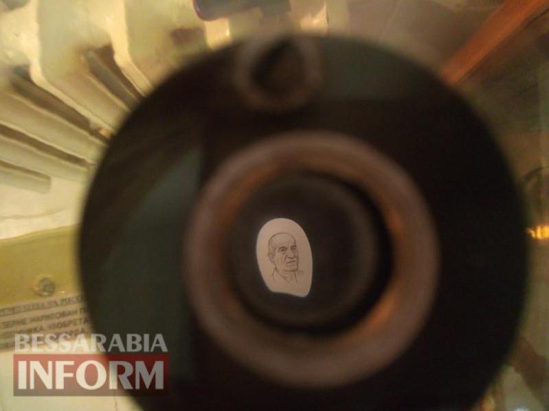 59baa6a940732_P70914-163424 «Работа в паузах между ударами сердца»: Владимир Казарян представил измаильчанам свои микроскульптуры