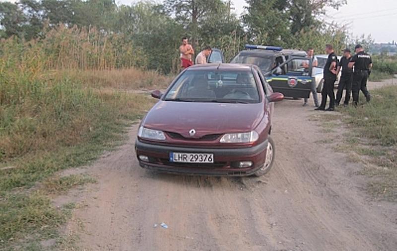 Житель Белгород-Днестровского района разъезжал на авто с пистолетом в салоне