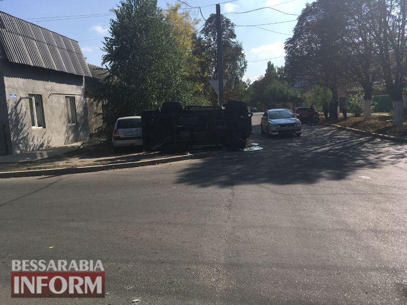 Еще один перевертыш: в Измаиле на пересечении Коммерческой и Горького перевернулся внедорожник