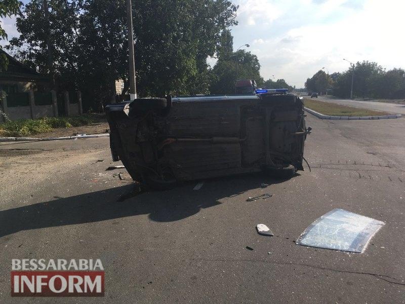 59c50ecec41ec_voouv ДТП в Измаиле: на проспекте Суворова перевернулся автомобиль из свадебного кортежа