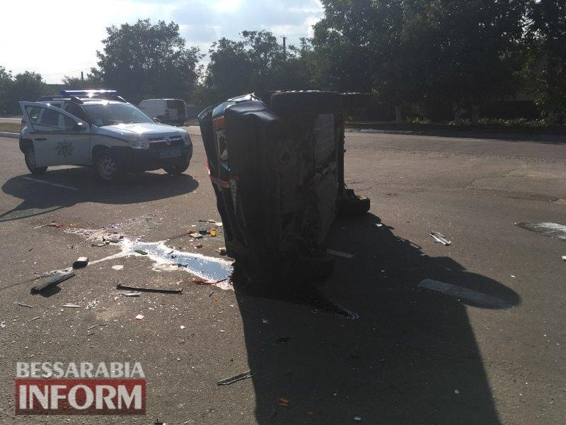 59c50ed1c106d_pcev4 ДТП в Измаиле: на проспекте Суворова перевернулся автомобиль из свадебного кортежа