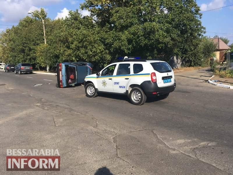 ДТП в Измаиле: на проспекте Суворова перевернулся автомобиль из свадебного кортежа