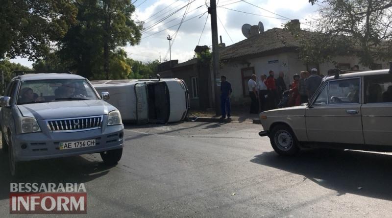 59ca1b6a97a63_34634 В Измаиле в результате ДТП перевернулся микроавтобус, пострадал 4-летний ребенок