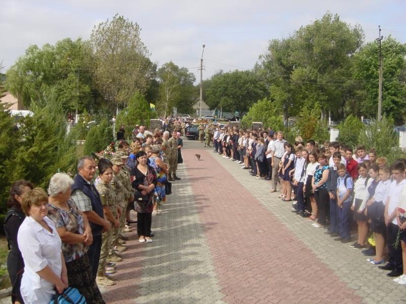 DSC01090 Сарата в трауре: сегодня в поселке прощались с погибшим в зоне АТО воином Максимом Кривиденко