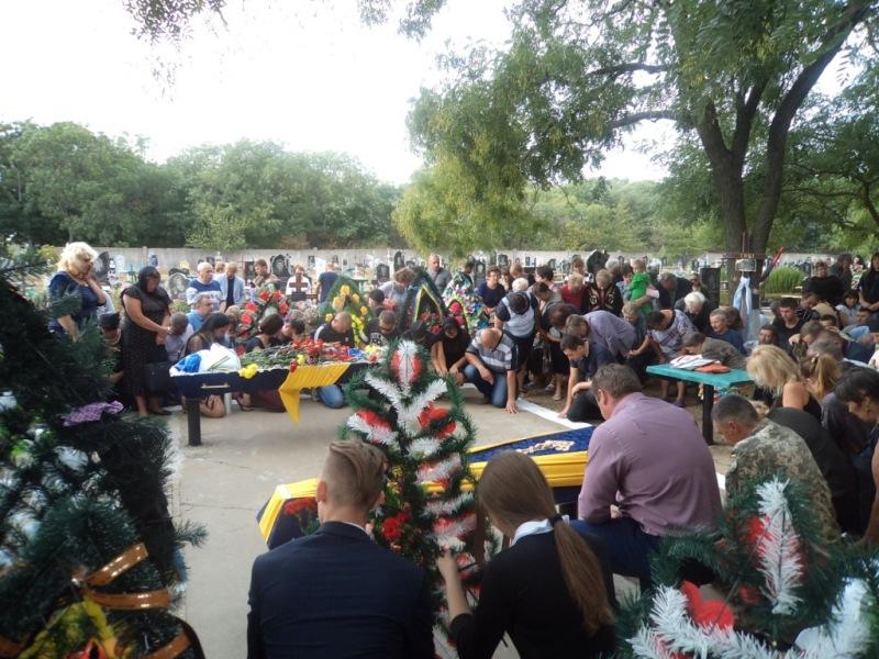 DSC01126 Сарата в трауре: сегодня в поселке прощались с погибшим в зоне АТО воином Максимом Кривиденко