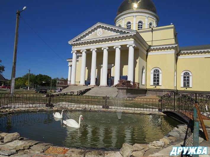 image_3716-1 На месте свалки — пруд с лебедями: в Болграде на подворье Спасо-Преображенского собора обустраивают зону отдыха