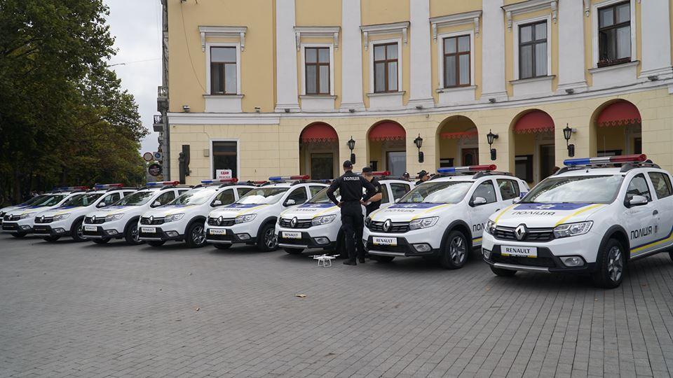 imgbig-1-4 Полицейские «бэтмены» Одесчины получили «крылья»: Максим Степанов передал правоохранителям 77 новых автомобилей