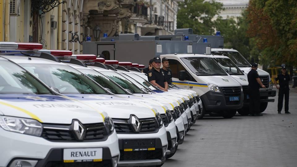 imgbig-2-5 Полицейские «бэтмены» Одесчины получили «крылья»: Максим Степанов передал правоохранителям 77 новых автомобилей