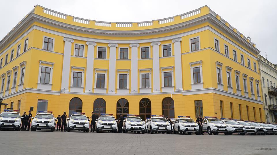 imgbig-3-3 Полицейские «бэтмены» Одесчины получили «крылья»: Максим Степанов передал правоохранителям 77 новых автомобилей