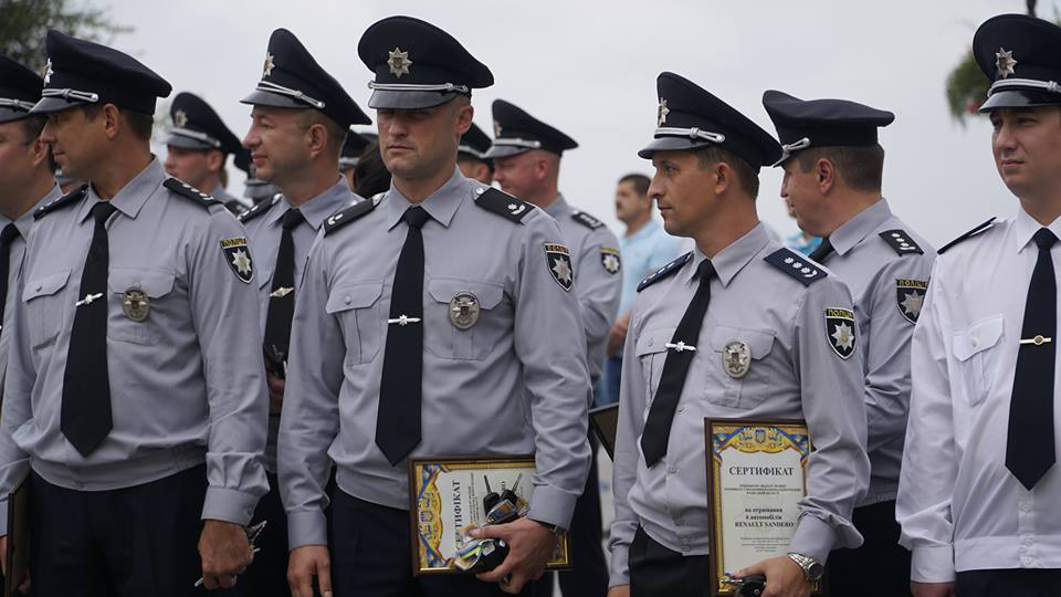 imgbig-6-1 Полицейские «бэтмены» Одесчины получили «крылья»: Максим Степанов передал правоохранителям 77 новых автомобилей