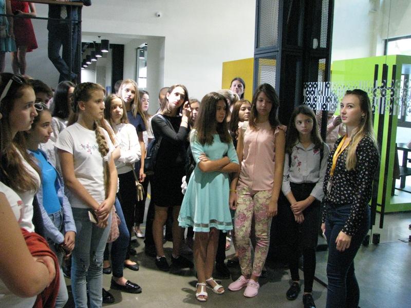 1 Одаренных школьников Бессарабии водили по Межигорью, Верховной Раде и инновационному парку UNIT.City