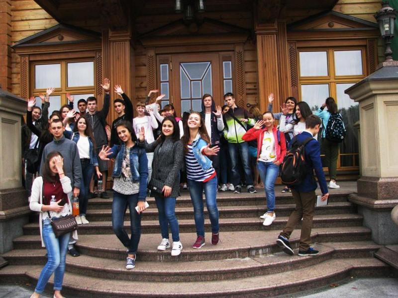 22050232_1774787772819272_8889980295671512692_n Одаренных школьников Бессарабии водили по Межигорью, Верховной Раде и инновационному парку UNIT.City