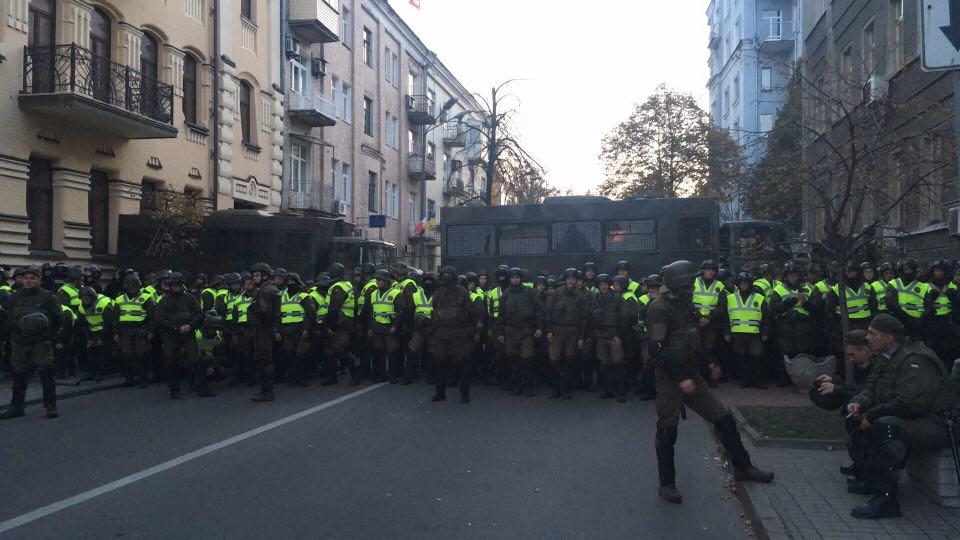 В Киеве между полицией и митингующими произошли стычки с использованием слезоточивого газа. Есть задержанные