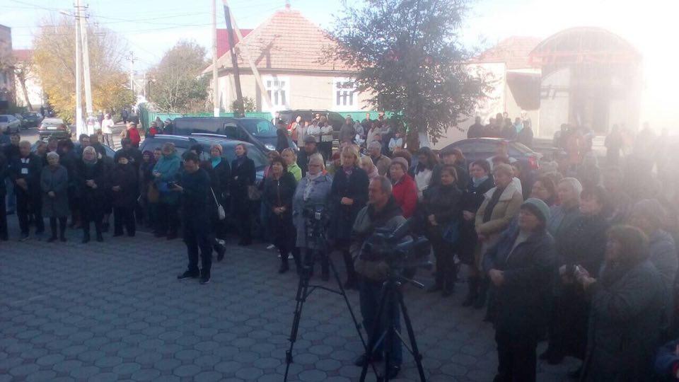 В Вилково прошел митинг в поддержку чиновников, подозреваемых в коррупции