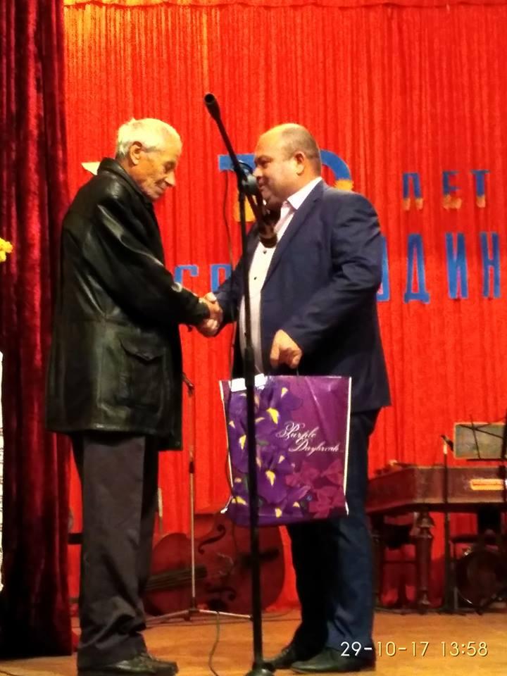 Памяти талантливого земляка: в Килийском районе открыли бюст молдавскому поэту Павлу Боцу