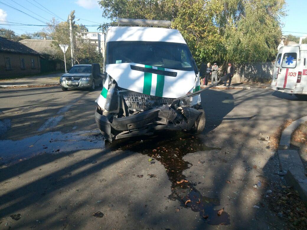 23462346 Измаил: на улице Горького в серьезное ДТП попал инкассаторский автомобиль