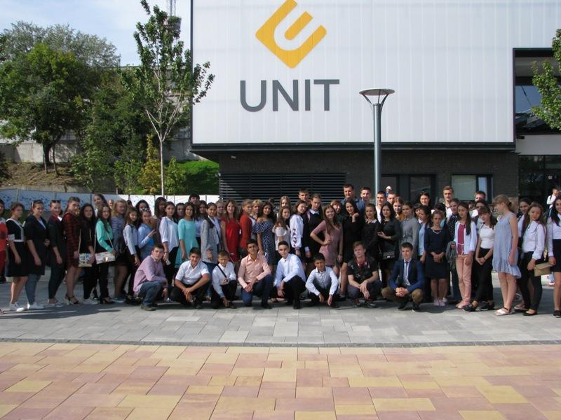 3 Одаренных школьников Бессарабии водили по Межигорью, Верховной Раде и инновационному парку UNIT.City