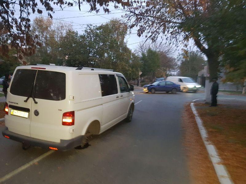47852 Измаил: ДТП на углу улиц Коммерческая и Горького - два искореженных авто