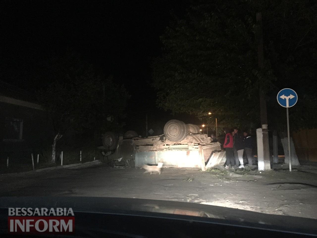 ДТП в Измаиле: возле автостанции микроавтобус Volkswagen Transporter перевернул ЗИЛ