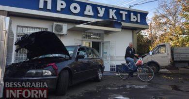 Опасный Измаил: в результате ДТП два автомобиля влетели в продуктовый магазин