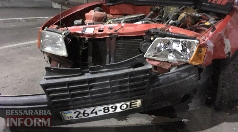 Вечер в Измаиле: Hyundai Tucson протаранил стоящий на светофоре Opel