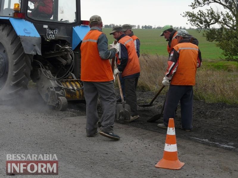 59f08bc121746_P1140417 Дорожники ремонтируют дорогу на подъезде к самому крупному селу Измаильского района
