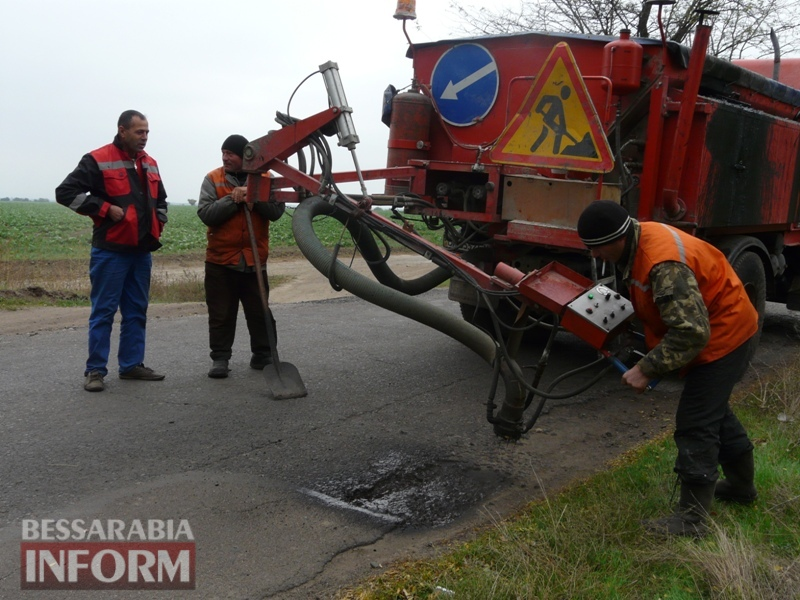 59f08bd38c692_P1140428 Дорожники ремонтируют дорогу на подъезде к самому крупному селу Измаильского района