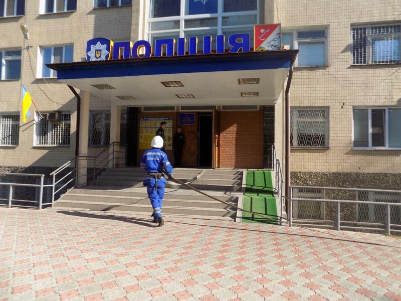 """DSCN0267 Измаильский отдел полиции был экстренно """"эвакуирован"""" из собственного здания"""