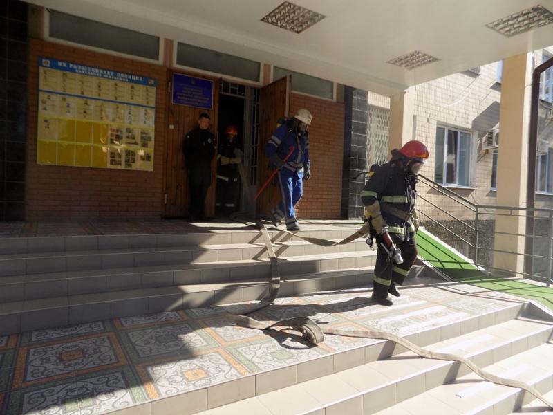 """DSCN0271 Измаильский отдел полиции был экстренно """"эвакуирован"""" из собственного здания"""