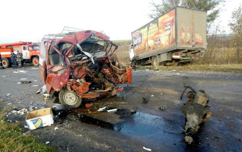 DTP-na-trasse-Odessa-Reni-1 На трассе Одесса-Рени столкнулись три грузовика, погибшего водителя из автомобиля извлекали спасатели