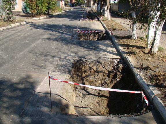 asfalt-1 В Рени дожди спровоцировали провалы нового асфальтового покрытия на двух отремонтированных улицах