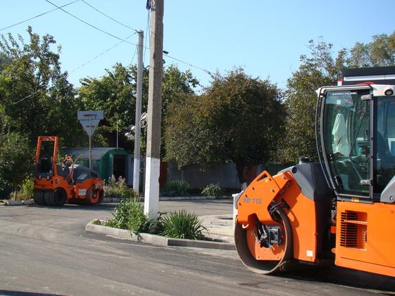 asfalt-2 В Рени дожди спровоцировали провалы нового асфальтового покрытия на двух отремонтированных улицах