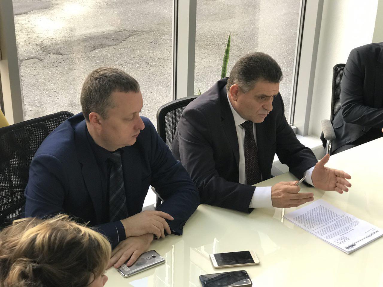 По поводу митинга под ООГА Максим Степанов заявил, что предложения должны быть конструктивными
