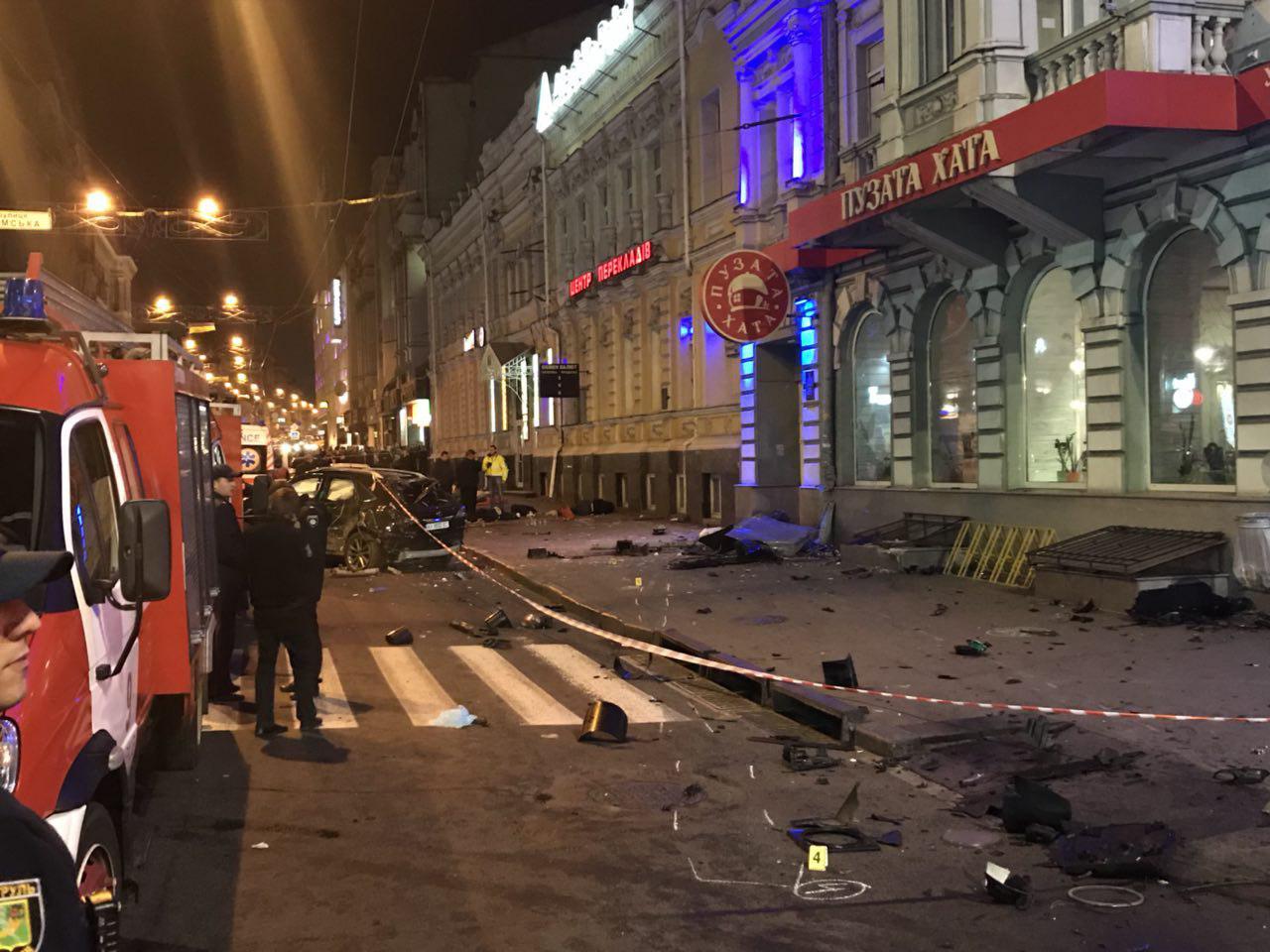 j101 В Харькове 20-летняя студентка на Lexus влетела в толпу людей, пять человек погибло