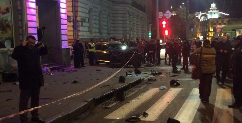 j43 В Харькове 20-летняя студентка на Lexus влетела в толпу людей, пять человек погибло