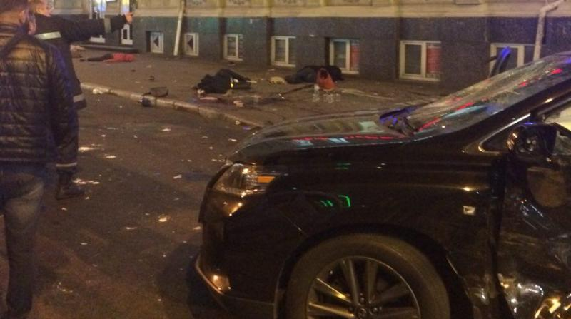 j52 В Харькове 20-летняя студентка на Lexus влетела в толпу людей, пять человек погибло