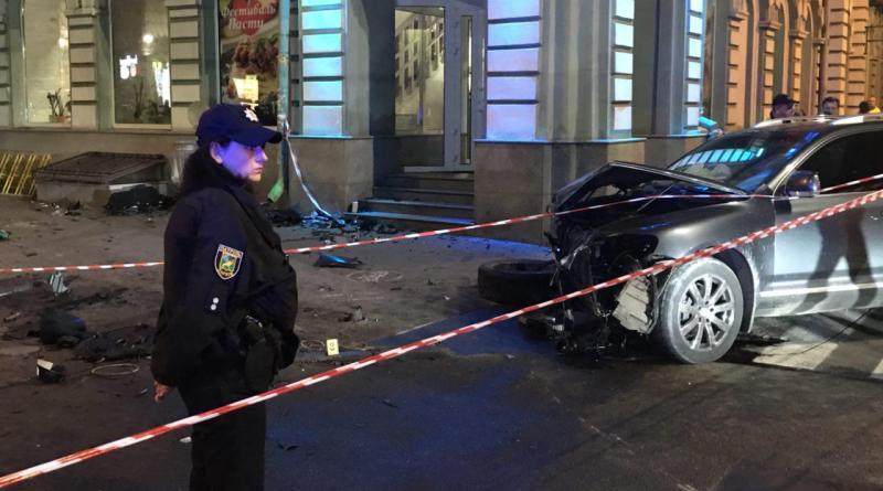 j81 В Харькове 20-летняя студентка на Lexus влетела в толпу людей, пять человек погибло