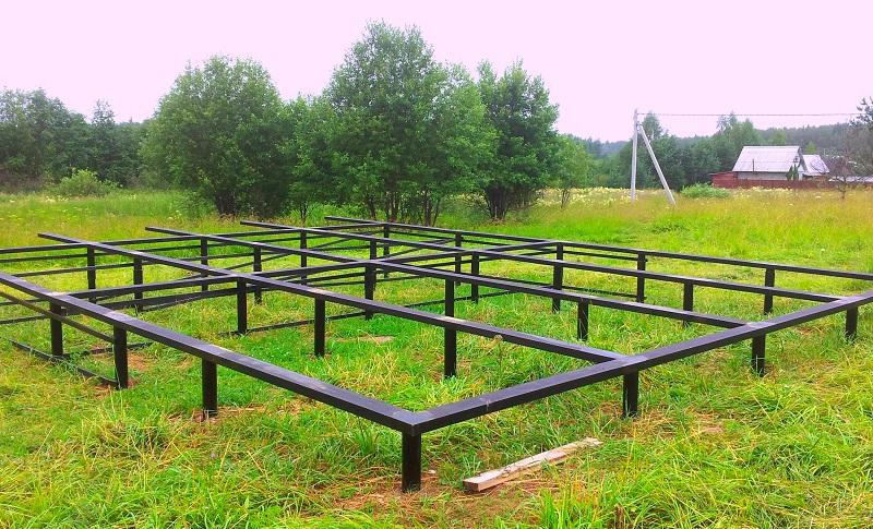 svajno-vintovoj-fundament Строим канадский дом из SIP панелей своими руками