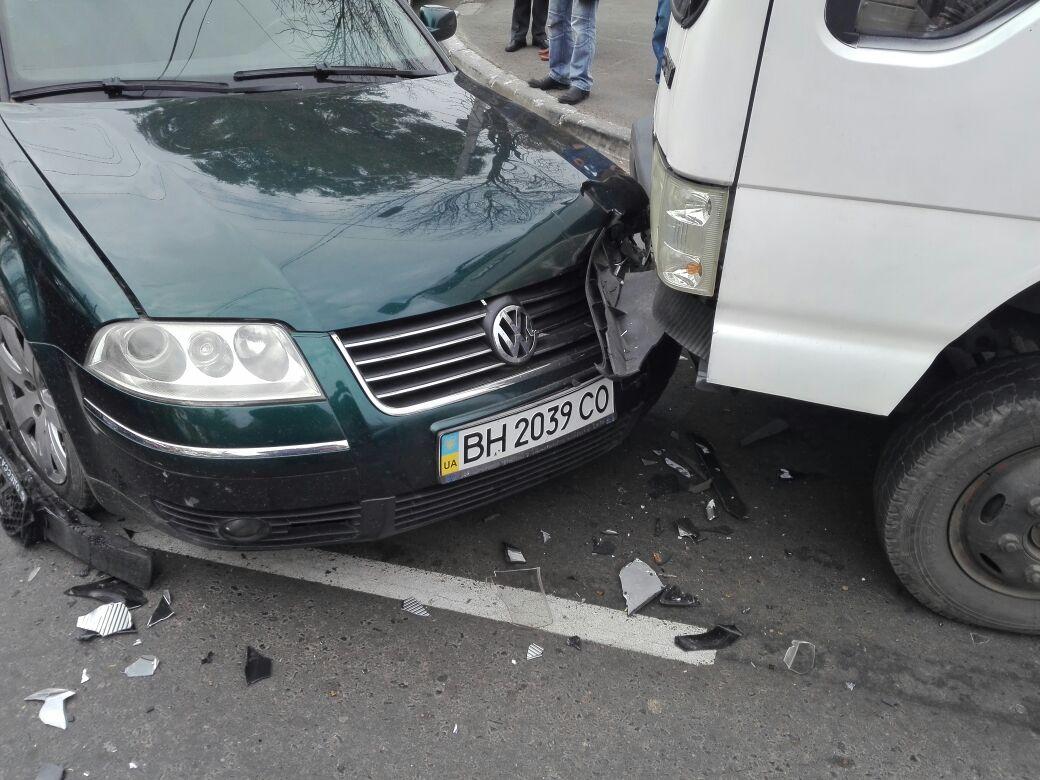 09876543-1 В Измаиле на перекрестке столкнулись три автомобиля