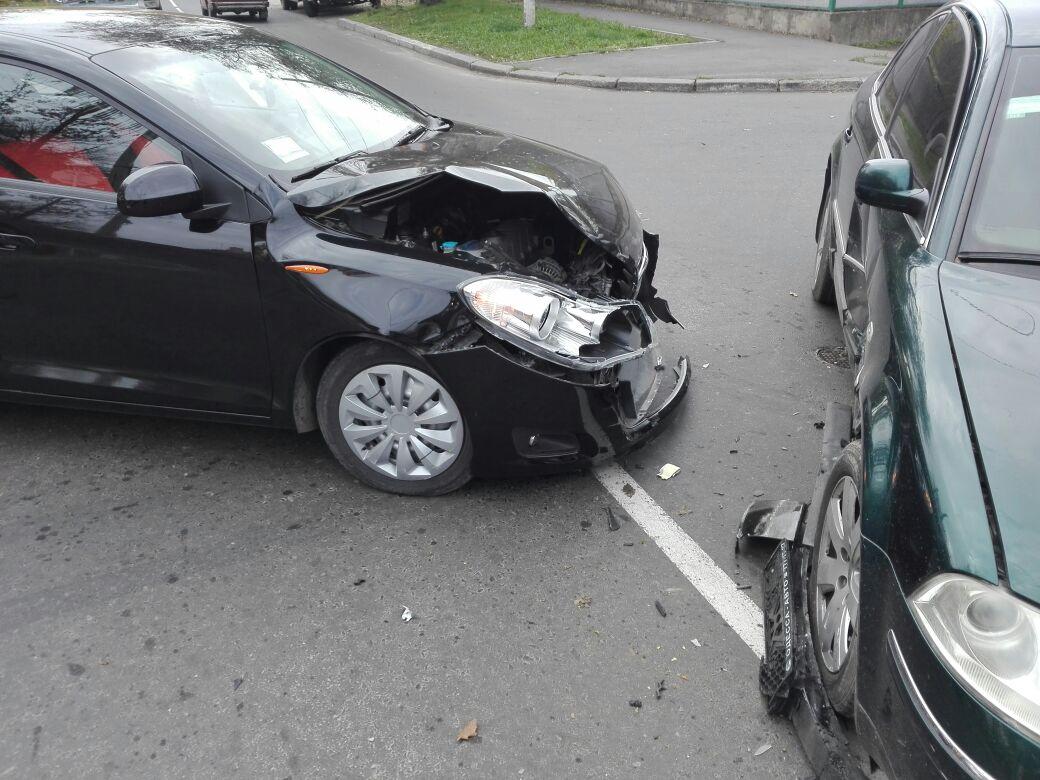 09876543 В Измаиле на перекрестке столкнулись три автомобиля