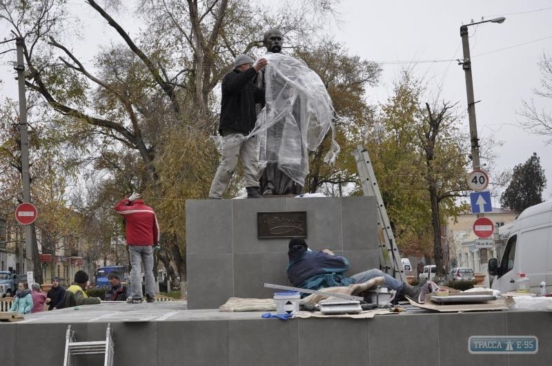 150244-pamyatnik-shevchenko-ustanovili-v-bolgrade-foto-big В Болграде появился мраморный Кобзарь