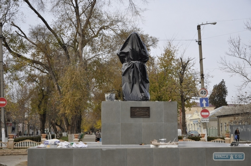 150245-pamyatnik-shevchenko-ustanovili-v-bolgrade-foto-big В Болграде появился мраморный Кобзарь