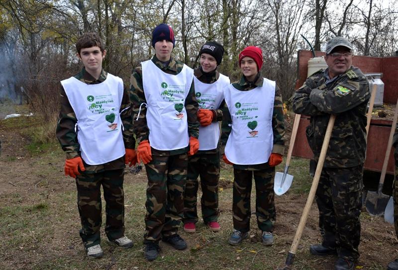 2-4 В Измаиле сотрудники лесничества и учащиеся Лесной школы в заповедной зоне заложили новый парк